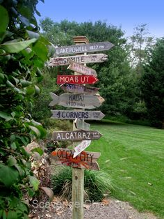 Sign Post made of Pallet Wood #DIY, #Garden, #Pallets, #Recycled, #Signpost