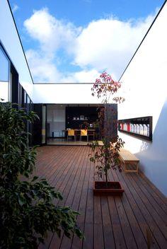 BDA.T / ボーダレスドロー の モダンな バルコニー&ベランダ&テラス インナーコートのある家