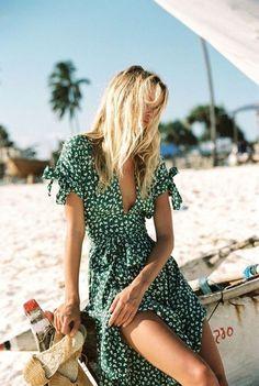 Summer Fashion 2018 : Faithfull the Brand green print tea dress Green Midi Dress, White Floral Dress, Floral Dresses, Wrap Dresses, Dresses Dresses, Wrap Dress Outfit, Green Dress Outfit, Sundress Outfit, Green Dress Casual