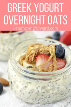 Lower Excess Fat Rooster Recipes That Basically Prime The Best Greek Yogurt Overnight Oats - Delicious And Healthy Overnight Oats Recipe Will Start Your Day Off Right Top With Fresh Berries And A Drizzle Of Peanut Butter Best Greek Yogurt, Greek Yogurt Breakfast, Greek Yogurt Protein, Fast Food Breakfast, Healthy Yogurt, Nutritious Breakfast, Protein Breakfast, Recipes With Greek Yogurt, Breakfast Recipes