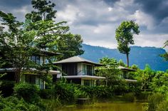 If you're looking for a riverside experience, the River Resort at Champasak Province is the perfect option. Located just eight kilometers from the World Heritage site of Wat Phou, this five-star resort offers a series of bamboo-furnished villas overlooking the Mekong River.