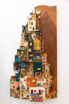 Cardboard City, Cardboard Sculpture, Sculpture Art, Accessoires Photo, Pottery Houses, Little Houses, Small Houses, Recycled Art, Diy Arts And Crafts