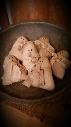 Little ghost bowl fillers. From panther cottage primitives primative halloween Halloween Projects, Holidays Halloween, Vintage Halloween, Halloween Crafts, Halloween Table, Halloween Ideas, Halloween Ornaments, Diy Halloween Decorations, Harvest Decorations
