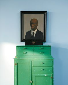 Nick Cave's second bedroom. John Kirby's painting ''Black, White and Grey'' hangs in the dining room. ( I like how the box becomes the shoulders, nice)