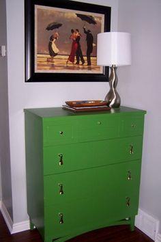 paint a dresser kelly green