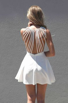 love the top of the dress//