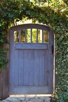 Fascinating Garden Gates and Fence Design Ideas 55 - Rockindeco Garden Archway, Garden Entrance, Garden Doors, Entrance Gates, Shed Entrance Ideas, Yard Gates, Archway Decor, Wooden Garden Gate, Garden Gates And Fencing