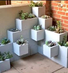 Spruce up your garden with these cheap and easy DIY garden ideas. From DIY planters to container gardening ideas, there are plenty of garden projects on a budget to choose from. Succulent Planter Diy, Diy Planters, Garden Planters, Succulents Garden, Cinderblock Planter, Vertical Succulent Gardens, Box Garden, Garden Oasis, Planter Ideas