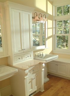 light and white -  Cottage Company - Harbor Springs