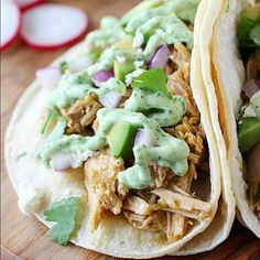 Crock Pot Pork Verde Tacos cooked in the slow cooker & served with a drizzle of jalapeño sauce. These pork tacos are so tender, flavorful & easy to make! Damn Delicious Recipes, Easy Healthy Recipes, Crockpot Recipes, Yummy Food, Healthy Weekly Meal Plan, Healthy Family Meals, Pork Verde, Shredded Pork Tacos, Jalapeno Sauce