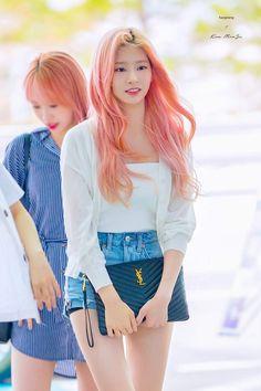Korean Airport Fashion, Korean Fashion, Girl With Pink Hair, Kim Min, Korean Girl Groups, Girl Crushes, Daily Fashion, Kpop Girls, My Idol