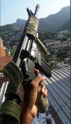 Weapons Guns, Airsoft Guns, Gun Aesthetic, Bad Girl Aesthetic, Favelas Brazil, Armas Wallpaper, Mexican Army, Gangster Girl, Vietnam War Photos
