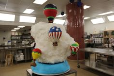 Hot air balloon cake from the season finale of Cake Boss! Cupcake Art, Cupcake Cakes, Cake Boss Bakery, Happy Bastille Day, Hot Air Balloon Cake, Carlos Bakery, Birthday Balloons, Cakes And More, Cake Decorating