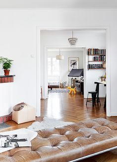 Love the details in this white open space, the floors, the magazine holder, the ottoman bench, I could go on and on.