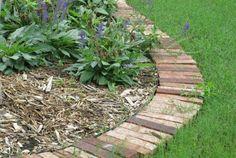 idée de bordure de jardin en dalles et briques