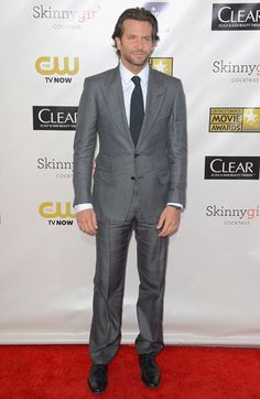 Bradley Cooper wore a grey TOM FORD peak lapel suit, white shirt, charcoal tie and black leather shoes to the Annual Critics Choice Awards on January 2013 in Santa Monica, California where he won 'Best Actor in a Comedy' for 'The Silver Linings Playbook'. Bradley Cooper, Tom Ford Suit, Gray Toms, Ford Girl, Critics Choice, Black Leather Shoes, Grey Shirt, Best Actor, Stylish Men
