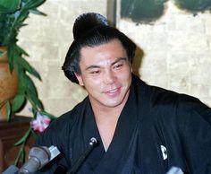 1981年7月、横綱昇進で記者会見する千代の富士=名古屋市の九重部屋