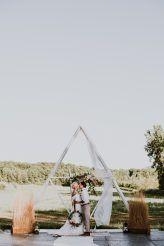 Free-Spirited Outdoor Wedding Style in Quebec Ceremony Backdrop, Wedding Ceremony, 2018 Wedding Trends, Quebec, Free Spirit, Wedding Styles, Backdrops, Pin Up, Wedding Inspiration