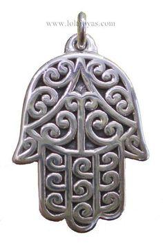 mano de fatima. Antiguo talismán céltico de protección, su poder mágico se manifiesta en equilibrio, intelecto y vitalidad. Representativo de la triada: espíritu, cuerpo y alma.