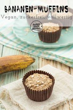 Geniales Rezept für gesunde Muffins. Die Bananen-Muffins kommen ganz ohne Zucker und Fett aus. Damit sind die veganen Bananen-Muffins ideal für Kleinkinder und Babys. #bananenmuffins #haferflocken #gesund #vegan #zuckerfrei #fettfrei #kindermuffins #fruehstuecksmuffins #backenmachtgluecklich