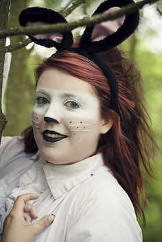White Rabbit makeup that I actually don't hate - cute for halloween White Rabbit Costumes, White Halloween Costumes, Halloween Makeup, Halloween Decorations, Halloween 2016, Halloween Treats, Halloween Party, White Rabbit Makeup, Bunny Makeup