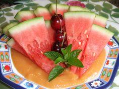 Sandía con salsa de melocotones Ver receta: http://www.mis-recetas.org/recetas/show/66801-sandia-con-salsa-de-melocotones