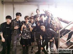 Lay weibo update