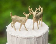 EASIEST cake topper in the world! Just spray paint two poly resin deer with food safe gold paint! (or regular spray paint and mount the deer on a clear glass coaster before placing on top of the cake) Total cost : about $12!
