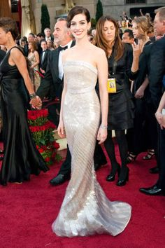 A stunning Anne Hathaway at the Oscars in 2009