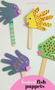 Rybki z łapek - kreatywna praca dla dzieci - Dzieciaki w domu Handprint fish puppets. Kids play with these crafts. Rybki z łapek - kreatywna praca dla dzieci - Dzieciaki w domu Handprint fish puppets. Kids play with these crafts. Animal Crafts For Kids, Paper Crafts For Kids, Craft Stick Crafts, Easter Crafts, Projects For Kids, Art For Kids, Craft Projects, Craft Ideas, Simple Kids Crafts