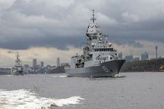Warships of the Royal Australian Navy left the port of Sydney on Monday to conduct ready-to-deploy exercises.