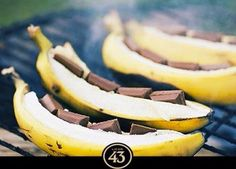 Bananas on BBQ with chocolate and licor43