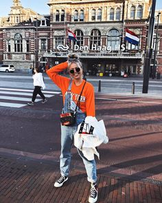 And the fave pose is back Amsterdam Pictures, Green Satin Dress, Carnival Girl, New Outfits, Fashion Outfits, Looking For People, Streetwear Fashion, Foto E Video, Going Out