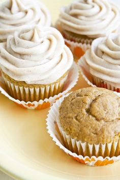 Pumpkin Cupcakes with Cinnamon Cream Cheese Frosting. Use half the sugar for the icing! These cupcakes are the BEST. Köstliche Desserts, Delicious Desserts, Yummy Food, Dessert Healthy, Cinnamon Cream Cheese Frosting, Cinnamon Cream Cheeses, Cream Frosting, Cinnamon Butter, Cinnamon Spice