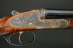 """HOLLAND & HOLLAND, Modele De Luxe, SxS 12 gauge factory 2 barrel set, 27"""" IC/IM and 27"""" M/F, beautifully figured straight grip English walnut stock with a gold oval and a checkered butt, game ribs, one splinter forend, double triggers, hand detachable loc"""