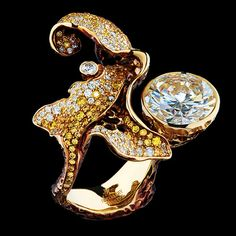 RING  1 diamond 4,59 ct  122 diamonds 0,62 ct  132 yellow diamonds 0,69 ct  18K yellow gold 12,5 g