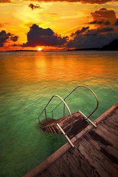 Sea steps- steps down into the lagoon from the jetty, Nalaguraidhoo (Sun Island), South Ari Atoll, Maldives.