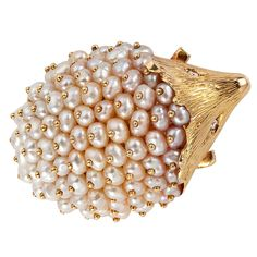 Pearl and Gold Hedgehog Brooch - France Circa 1970 - A delightful yellow gold hedgehog brooch with gold studded pearls and set with diamond eyes Pearl Jewelry, Jewelry Art, Antique Jewelry, Silver Jewelry, Vintage Jewelry, Jewelry Accessories, Fine Jewelry, Jewelry Design, Jewellery