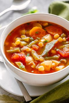 Slow Cooker Vegetable Soup - Loaded with fresh vegetables and cozy rich flavors, this Vegetable Soup is naturally low fat, yet it& packed with textures, taste, and comfort. Vegetable Soup Crock Pot, Homemade Vegetable Soups, Vegetable Soup Healthy, Tomato Vegetable, Homemade Soup, Slow Cooker Soup, Slow Cooker Recipes, Crockpot Recipes, Soup Recipes