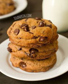 Healthier New York Times Chocolate Chip Cookies – so chewy and delicious, nobody will know that these have less sugar, fat and are 100% whole wheat! | texanerin.com