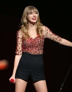 Obsessed with Taylor Swifts fashion sense!