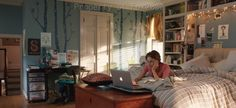I absolutely love Hazel's bedroom (from The Fault in our Stars ). The overhead shelves, the lights, the decent bed, so much personality and so teen ;)