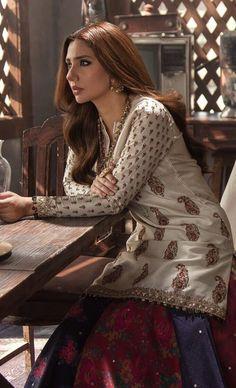 Pakistani Fashion Party Wear, Pakistani Wedding Dresses, Pakistani Models, Pakistani Actress, Mahira Khan Dresses, Pakistani Culture, Plus Clothing, Kurti Designs Party Wear, Elegant Saree