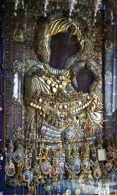 Η Παναγία η Πορταΐτισσα των Ιβήρων. Christian Religions, Christian Symbols, Divine Mother, Mother Mary, Religious Icons, Religious Art, Statues, La Madone, Black Jesus