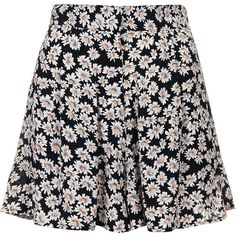 TOPSHOP Scatter Daisy Shorts ($64) ❤ liked on Polyvore featuring shorts, skirts, bottoms, saias, black, daisy print shorts, black shorts, rayon shorts, daisy shorts and topshop