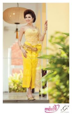 Omg, look at this vibrant yellow wedding dress! Yellow Wedding Dress, Wedding Dress Cake, Wedding Dresses, Laos Wedding, Khmer Wedding, Traditional Wedding, Traditional Dresses, Cambodian Wedding Dress, Small Beach Weddings