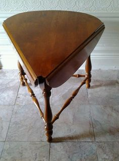 Ethan Allen, Early American Corner Table W/ 2 Drop Leaves. Maple & Birch . #EarlyAmerican #EthanAllen