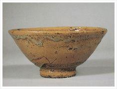 조선의 이도다완 감상 : 네이버 블로그 Matcha, Chawan, Still Life Art, Tea Bowls, Tea Ceremony, Wabi Sabi, Pottery Art, Serving Bowls, Stoneware