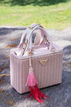 A Walk in the Park With Prada's Pretty and Perfect Wicker Bags My Bags, Purses And Bags, Wicker Trunk, Wicker Couch, Wicker Headboard, Wicker Hearts, Basket Bag, Wicker Furniture, Furniture Decor