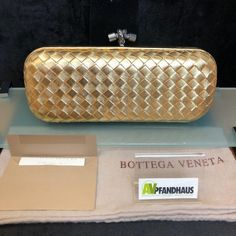 BOTTEGA VENETA Stretch Knot Intrecciato Impero in Gold ID: 2112-7743 - AV-Pfandhaus Shop Dolce & Gabbana, Louis Vuitton, Bottega Veneta, Zip Around Wallet, Gold, Shop, Knot, Artificial Leather, Louise Vuitton
